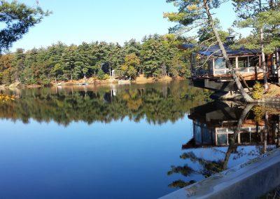glas lake with lodge
